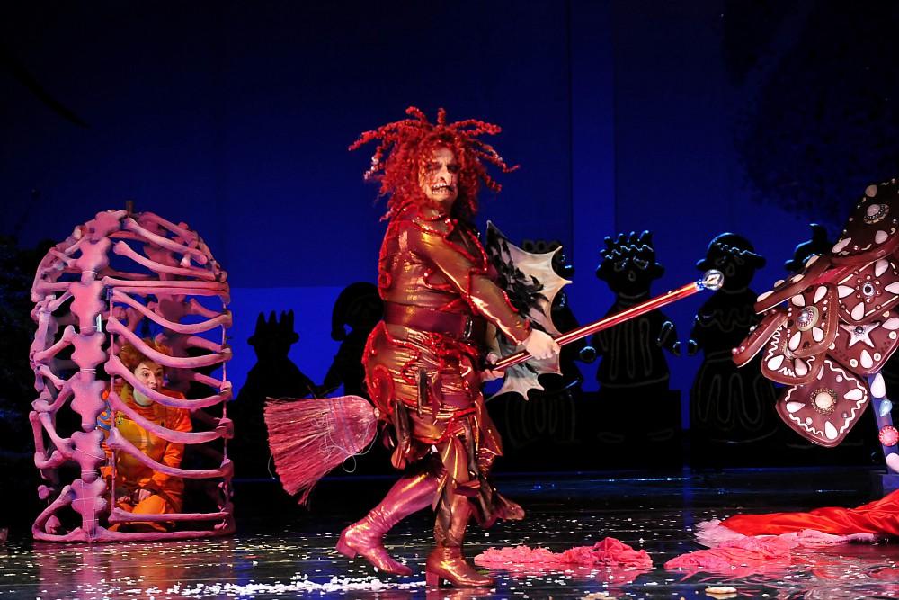 Die Hexe tanzt wieder auf der Opernbühne. Foto: Ralf Martin Hentrich
