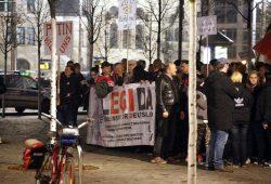 Kurz vor 20 Uhr: Legida stellt sich zum Abmarsch auf. Foto: L-IZ.de
