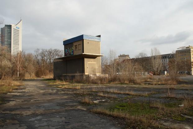 Die Brache des einstigen Markthallenviertels wartet auf ihre Revitalisierung. Foto: Ralf Julke