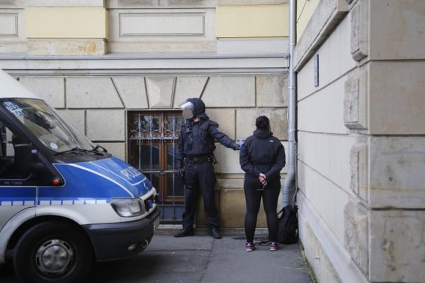 Die Polizei nahm die Personalien von mehr als 50 Personen auf. Foto: Alexander Böhm