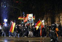 "Putin der Erlöser am 16. November in Leipzig bei Legida. Soll er folgen, wenn ""Merkel weg"" ist? Foto: L-IZ.de"