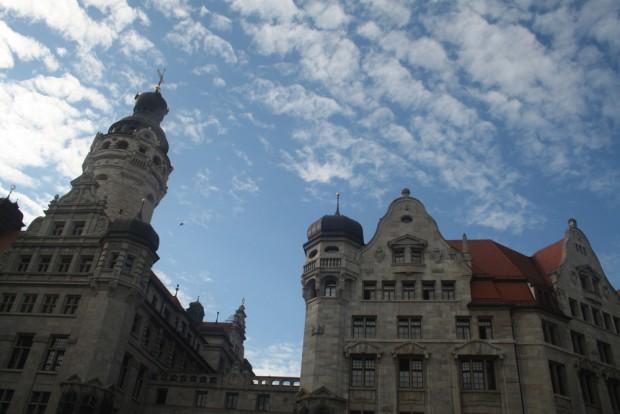 Zentraler geht's kaum: Neues Rathaus und Stadthaus am Burgplatz. Foto: Ralf Julke