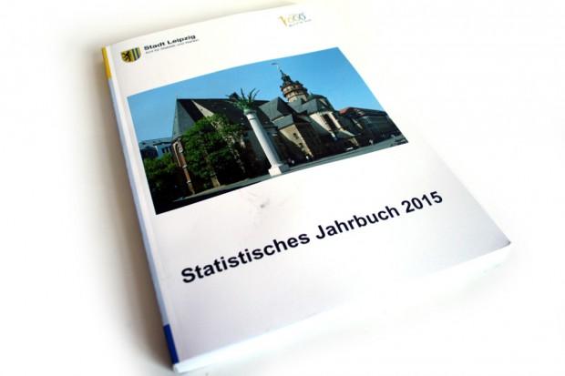 Das Statistische Jahrbuch 2015 der Stadt leipzig. Foto: Ralf Julke