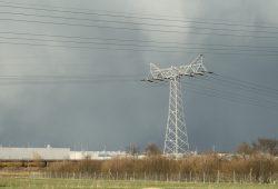 Stromtrasse im Leipziger Nordosten am BMW-Werk. Foto: Ralf Julke