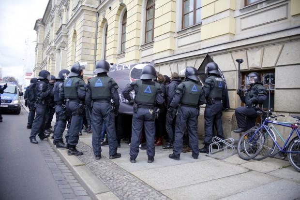 Umzingelte Kundgebung. Foto: Alexander Böhm
