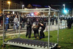 Verhaftung eines NoLegida-Teilnehmers in der Nähe des Hauptbahnhofes. Foto: L-IZ.de
