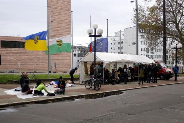 Workshopzelt vor dem Neuen Rathaus. Foto: Alexander Böhm