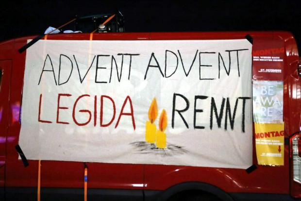 Advent, Advent - Legida rennt. Plakat der Gegendemonstranten. Foto: L-IZ.de