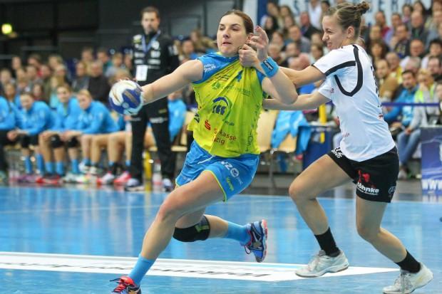 Karolina Kudlacz-Gloc (li.) lässt sich durch Jennifer Winter nicht stoppen. Foto: Jan Kaefer