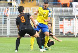 Djamal Ziane (hier im Spiel gegen Gera) holte den Elfmeter zum 1:0 heraus und legte später selbst das 2:0 und 4:0 nach. Foto: Jan Kaefer (Archiv)