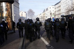 Am Südplatz massive Polizeipräsenz und Gegenwehr von links
