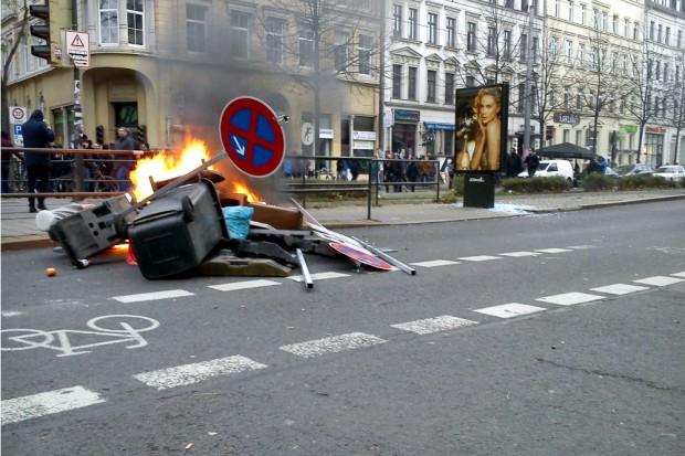 Barrikade am Café Puschkin.
