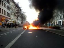 Barrikade am Café Puschkin auf der Gegenfahrbahn. Foto: L-IZ