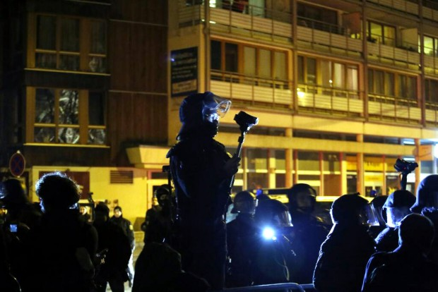 """Die Polizei spielt lieber selber """"Presse"""", während es auch heute wieder Debatten mit L-IZ - Journalisten gab. Foto: L-IZ.de"""