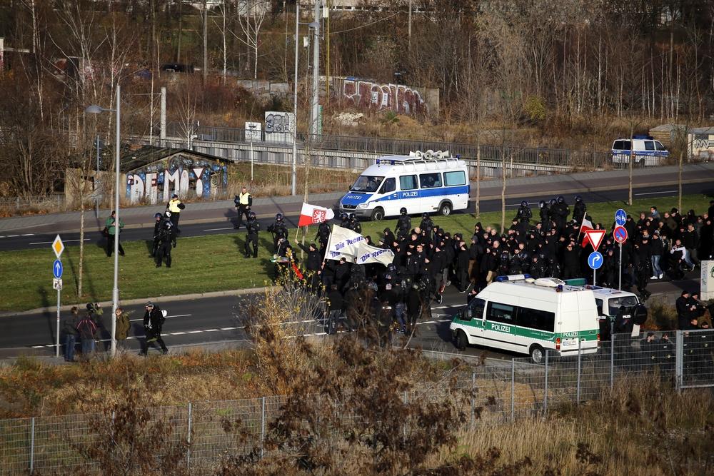 Die Rechte marschierte mit wenigen Teilnehmern und erreichte am Samstag, 12. 12. dennoch ihr Ziel. Foto: L-IZ.de
