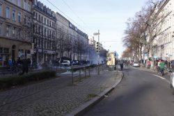 14 Uhr Es eskaliert auf der Karl Liebknechtstraße, Höhe Südplatz