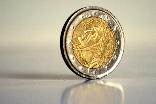 Beim Geld sollte man vielleicht gar nicht so genau hinschauen, stimmt's? Foto: Ralf Julke