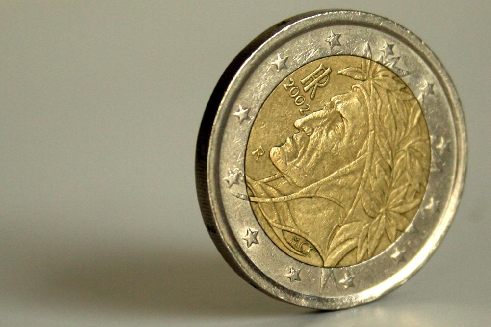 Italienische Euro-Münze mit dem Konterfei Dante Alighieries, des Schöpfers von