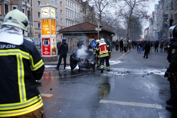 Die Feuerwehr löschte Mülltonnen