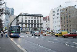 Seit fünf Jahren eine Brache: das Grundstück an der Ecke Brühl / Goethestraße. Foto: Ralf Julke
