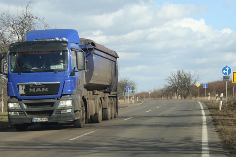 Kohletransporter bei Pödelwitz. Foto: Matthias Weidemann