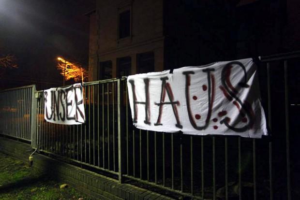 Die Initiative nimmt das Haus in Besitz. Foto: Marcus Fischer