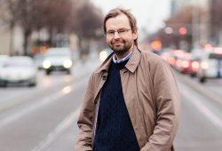Rüdiger Wink, Professor für Volkswirtschaftslehre an der HTWK Leipzig, ist Experte für Resilienzforschung. Foto: Johannes Ernst/HTWK Leipzig