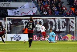 Pech für Keeper Michael Ratajczak, aber auch Pech für RB - kein Tor für die Leipziger, Foto: Alexander Böhm