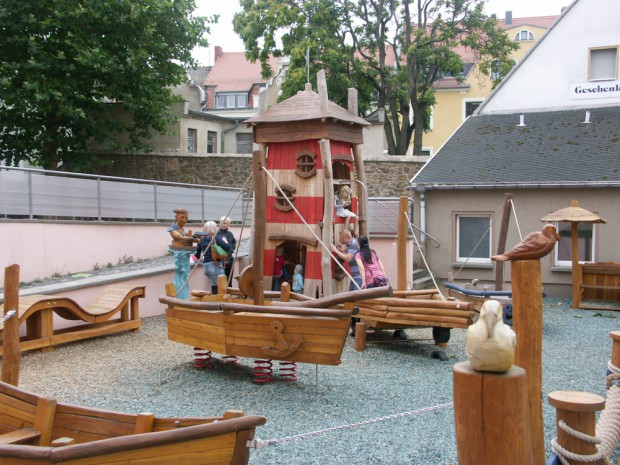 Spielplatz mit Seefahrtssehnsucht. Ringelnatz guckt zu. Foto: Karsten Pietsch