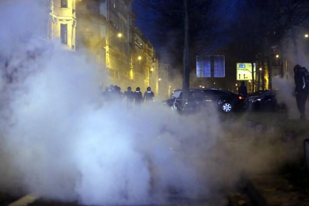 Tränengasschwaden, Randale, brennende Barrikaden und Steinwürfe am 12. Dezember 2015 in der Südvorstadt. Foto: L-IZ.de