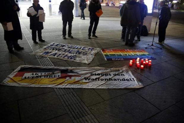 Transparente auf dem Wilhelm-Leuschner-Platz. Foto: L-IZ.de