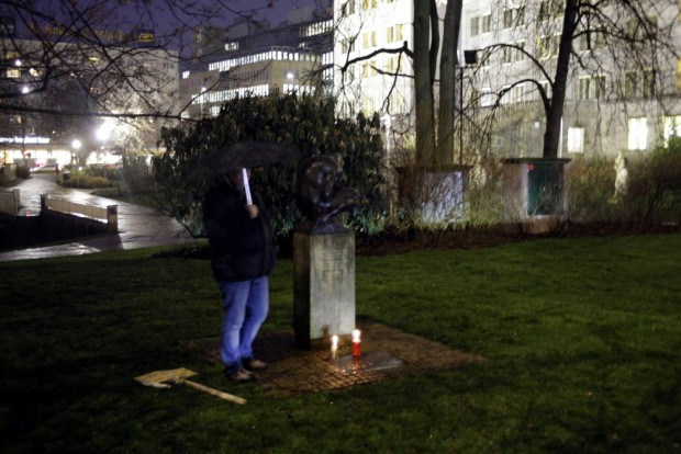 17:00 Uhr: Einige gedenken aber auch an der Goethestraße. Foto: L-IZ.de