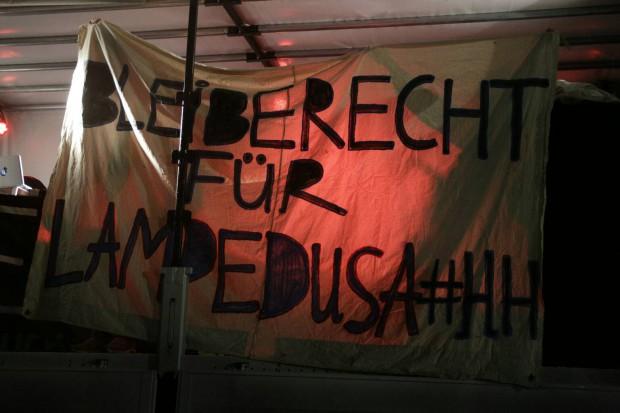 17:20 Uhr: Auf dem Augustusplatz wird Bleiberecht eingefordert. Foto: L-IZ.de