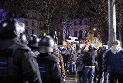Aus den Liveberichten der L-IZ.de -19:47 Uhr: Freiheit für Deutschland. Hier fühlt man sich besetzt bei Legida. Foto: L-IZ.de