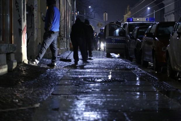 23:19 Uhr: Aufräumarbeiten nachdem der Mob gewütet hat. Foto: L-IZ.de