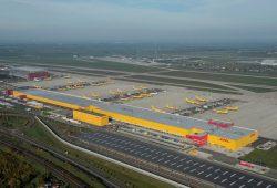 Leipzig Halle Airport Luftbild mit DHL Areal und Terminalbereich. Foto: U. Schoßig