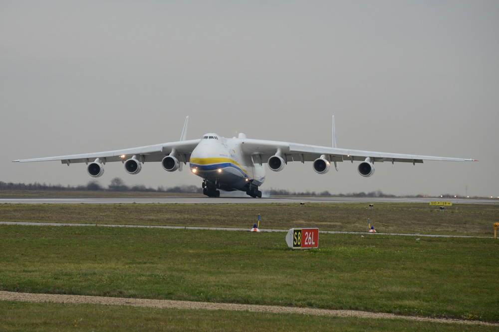 Eine AN 225 bei der Landung auf dem Flughafen Leipzig / Halle. Foto: Flughafen Leipzig / Halle, Uwe Schoßig