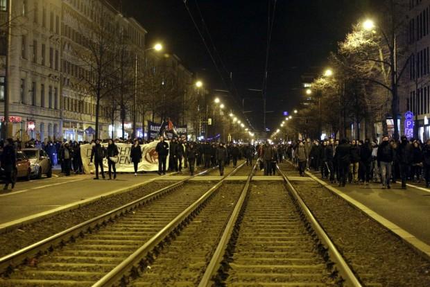 Die Karl-Liebknecht-Straße war voll mit Demonstranten. Foto: Alexander Böhm