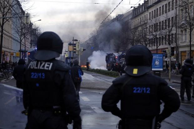 Die Polizei als Feuerwehr und selbst teils fassungslos. Foto: Alexander Böhm