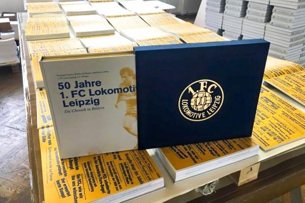 Eine limitierte Anzahl ist sogar mit Goldschnitt und im Schuber erhältlich. Foto: 50 Jahre 1. FC Lok