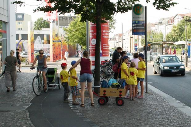 Nicht nur die älteren Leipziger haben so ihre Probleme mit den Fußweglösungen. Foto: Ralf Julke