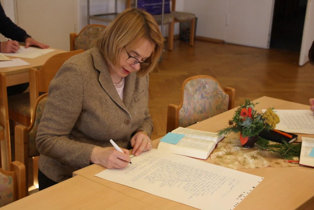 Lang her. Schreiben statt Twittern: Bettina Kudla machte bei der Leipziger Bibel mit. Foto: Ernst-Ulrich Kneitschel