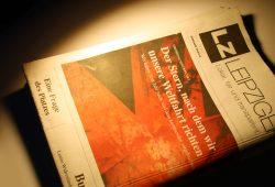 """Dezember-Ausgabe der """"Leipziger Zeitung"""". Foto: Ralf Julke"""