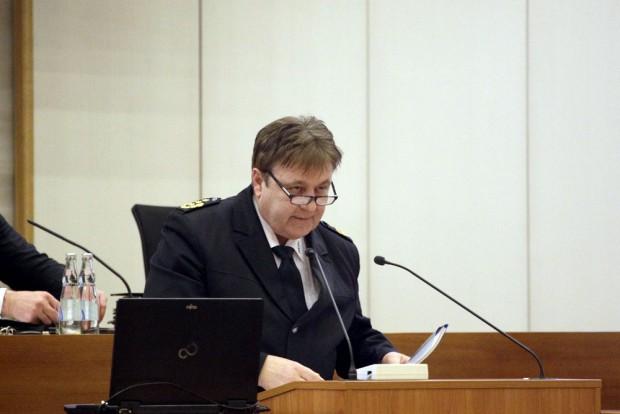 Polizeipräsident Bernd Merbitz äußert sich zu den vergangenen Ausschreitungen. Foto: L-IZ.de