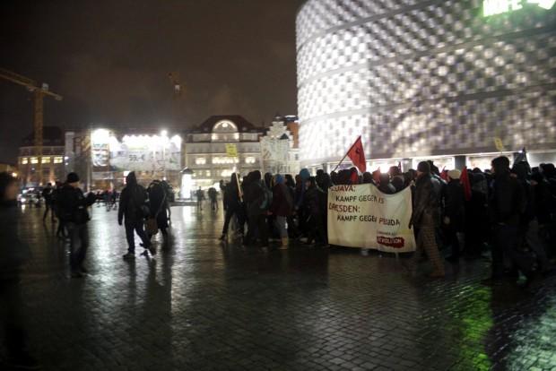 NoLegida/Leipzig nimmt Platz auf dem Richard-Wagner-Platz. Foto: L-IZ.de