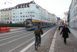 Radfahrer im Peterssteinweg. Foto: Ralf Julke