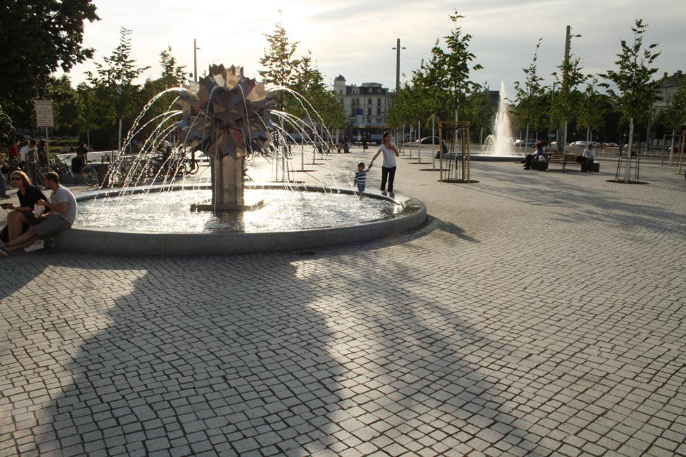 Der Richard-Wagner-Platz im Sommer. Foto: Ralf Julke