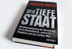 "Jürgen Roth ""Der tiefe Staat"". Foto: Ralf Julke"