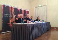 Pressekonferenz des SemperOpernballs, von links: Rudolf Seiters, Hans-Joachim Frey, Jette Joop, Rüdiger Unger. Foto: DRK