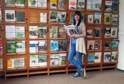 Stefanie Tscholitsch, Leiterin der Umweltbibliothek Leipzig, freut sich über steigende Nutzerzahlen. Foto: Ökolöwe